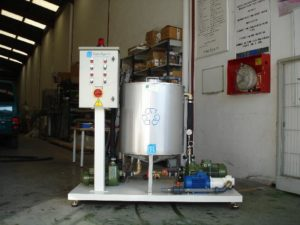 Glue spreader water recycling