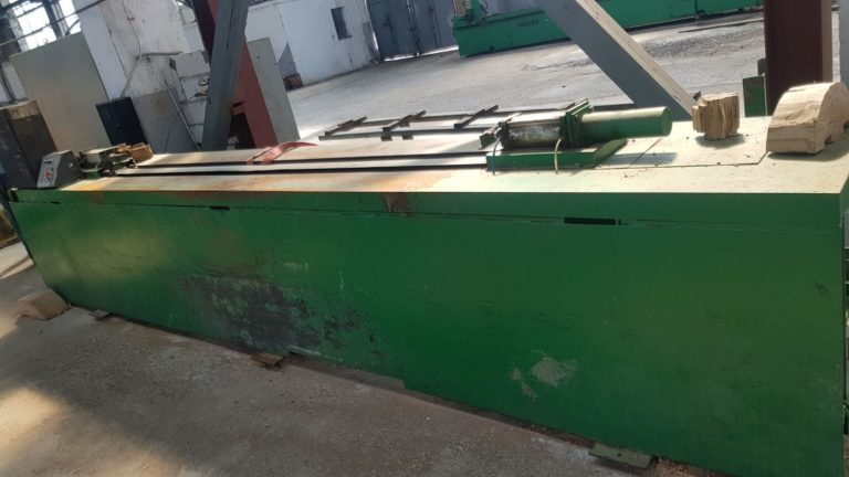 Log preparation machine