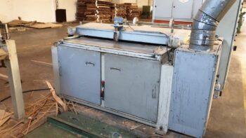 Bottom panel sanding machine